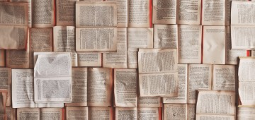 books laid out flat, Leaders are readers, by Lisa Larter