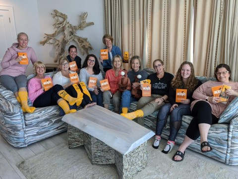 Should You Join A Mastermind, by Lisa Larter - women on a couch