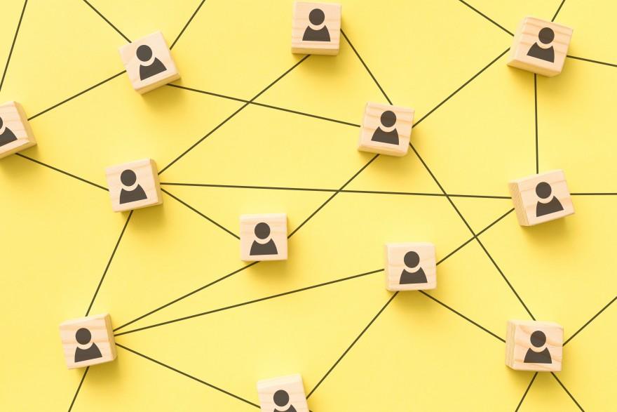 Creating Online Community Groups, by Lisa Larter